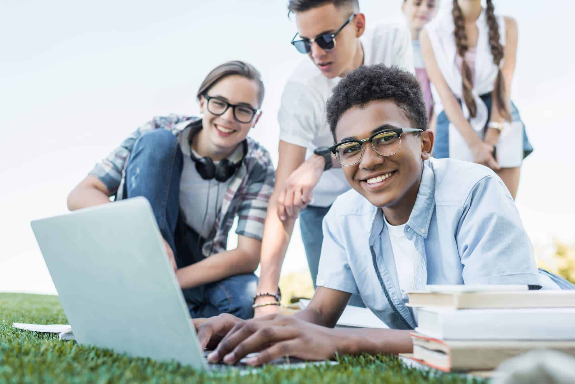 19 Easy Ways to Make Money Online as a Teen (That Pay Well!)
