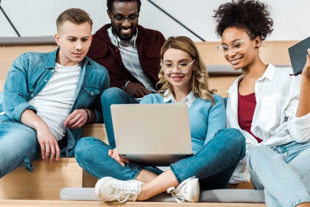 group of college students making money online